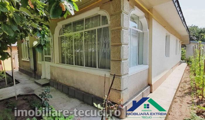 Casă 4 camere și teren 476 mp Exterior-Casa-Capitan-Vlad-Tecuci