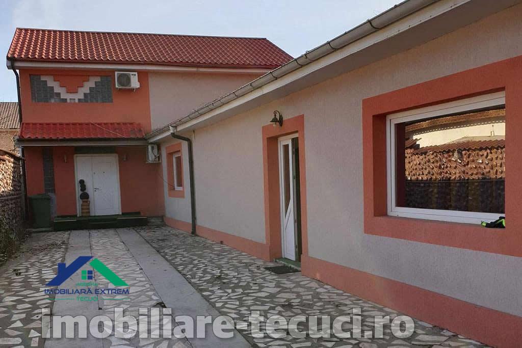 Casa deosebita cu 4 camere in Tecuci in zona Petei Centrale Casa 4 camere zona Piata Tecuci - exterior